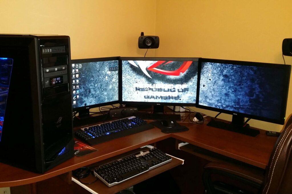 how to setup 3 monitors on one computer
