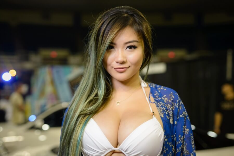 Measurements of age, height and body: How old is Vicki Li?