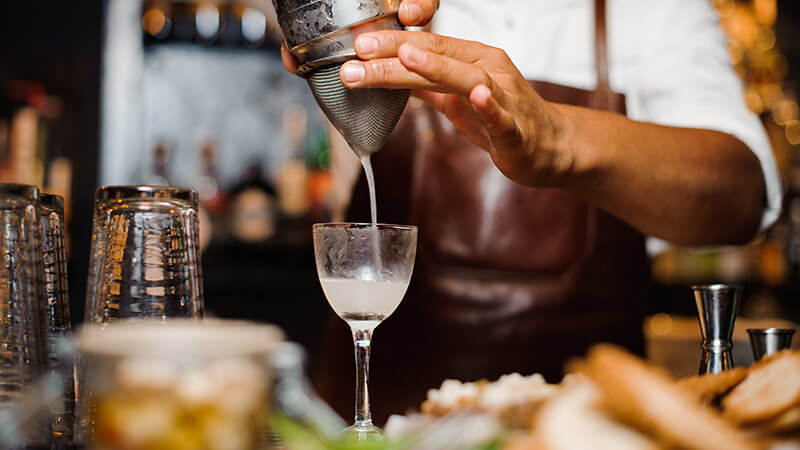 How to Hire a Mixologist For Cocktail Recipes